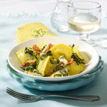 Cappelletti mit Gorgonzola-Spinat-Soße und Kirschtomaten (aus 4 mach 1) Rezept