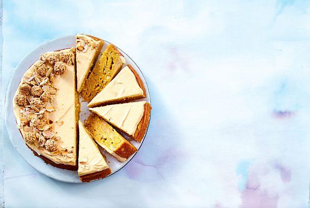Bodenlos konzipierter Carrotcake mit Butterscotchdecke Rezept