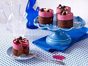 Cassis-Schokoladen-Mousse-Törtchen Rezept