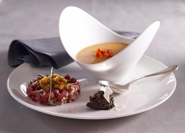 Cazpacho mit Thunfischtartar und Olivenpesto Rezept
