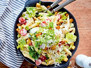 Aus zwei mach meins: Caesar's Nudelsalat Rezept