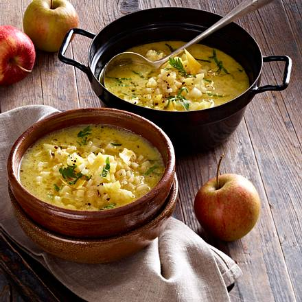 Cheddar-Suppe mit Knollensellerie und Apfel Rezept