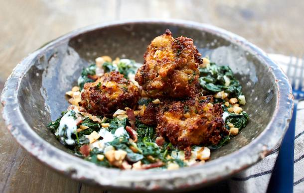 Cheddarklopse mit Spinat & Erdnussbacon Rezept