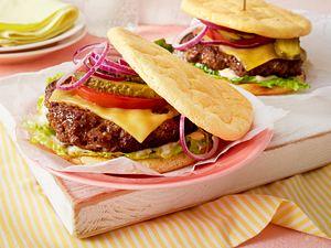 Cheeseburger im Eiweißbrot Rezept