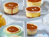 Cheesecake-Cupcakes mit Karamell-Topping Rezept