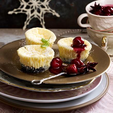 Cheesecake-Törtchen mit Punschkirschen Rezept