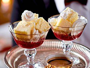 Cheesecake-Würfel im Himbeer-Meer Rezept