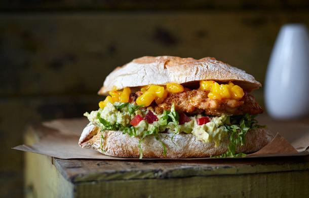 Chicken-Burger mit Mangosalsa und Guacamole Rezept