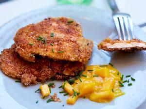 Chicken Nuggets mit Reis-Cracker-Panade und Curry-Mango-Dip Rezept