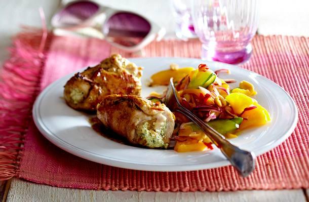 Chicken Rollatini mit Frischkäse-Minze-Füllung zu Mango-Erdnuss-Salat Rezept
