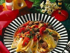 Chicoree mit geschmortem Pilz-Tomaten-Gemüse und Hackfleisch Rezept