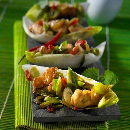 Chicoréeschiffchen mit Teriyaki-Koriander-Hähnchen Rezept