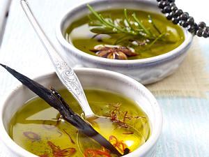 Chili-Marinade mit Safran und Gewürzöl mit Kräutern Rezept