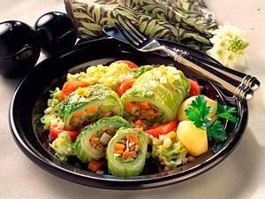 Chinakohlrouladen mit Linsen-Gemüse-Füllung Rezept