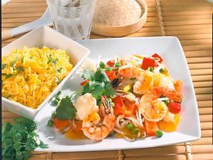 Chinesische Gemüsepfanne mit Garnelen und Safranreis Rezept