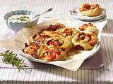 Ciabatta-Schnecken mit Tomaten-Zwiebelfüllung Rezept