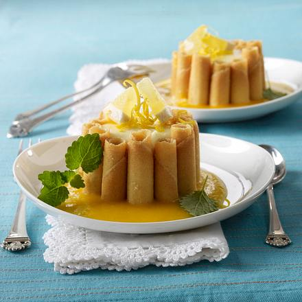 Cigarette Russe-Charlotte mit Zitronen-Mascarpone-Creme und Aprikosenpüree Rezept