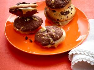 Cookie-Sandwiches mit Karamell-Füllung Rezept