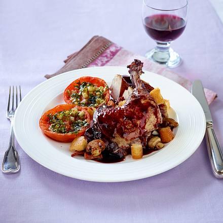 Coq au vin mit provencalischen Tomaten Rezept
