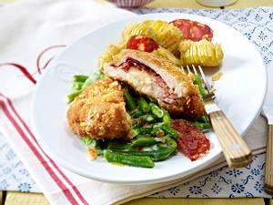 Cordon bleu mit Fächerkartoffeln und gestovten Bohnen Rezept
