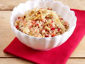 Couscous mit Koriander, Zucchini, Rosinen und Zwiebeln Rezept