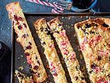 Cranberries-Kokos-Streifen mit Zuckerstangen-Crunch Rezept