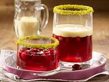 Cranberry-Gelee mit Vanillesoße und Pistazien Rezept