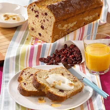 Cranberry-Mandel-Brot aus Hefeteig mit getrockneten Cranberries und gehackten Mandeln Rezept