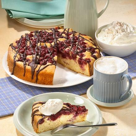 Crème fraîche Becherkuchen mit Kirschen Rezept