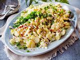 Cremiger Kartoffelsalat mit Apfel-Gurken-Salsa Rezept