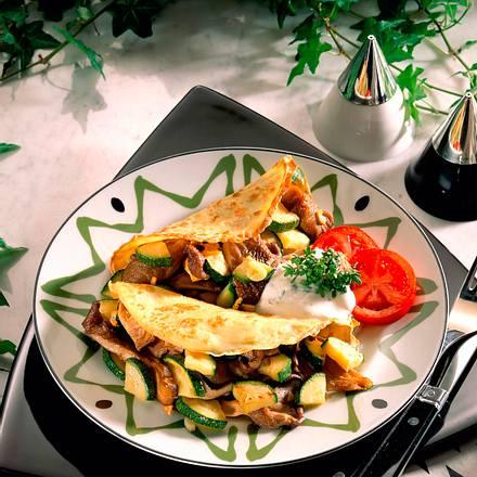 Crêpes mit Austernpilzen und Zucchinifüllung Rezept
