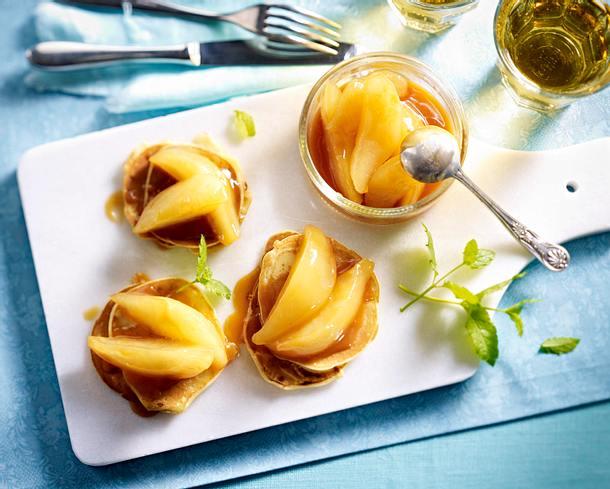 Crêpes mit geschmorten Birnen und Karamellsoße Rezept