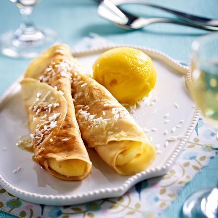Crêpes mit karamellisierter und flambierter Banane und Mangoeis Rezept