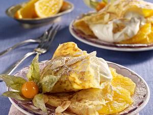 Crêpes mit Vanille-Mascarponecreme und Orangenscheiben gefüllt Rezept