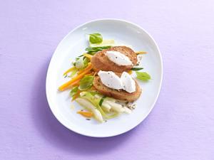 Crostini auf Juliennegemüse mit Ziegenkäsenocken Rezept