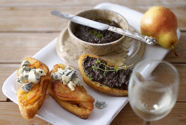 Crostini mit Olivencreme und mit Birne Gorgonzola Rezept