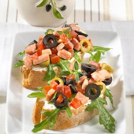 Crostini mit Schinken-Oliven-Salat Rezept
