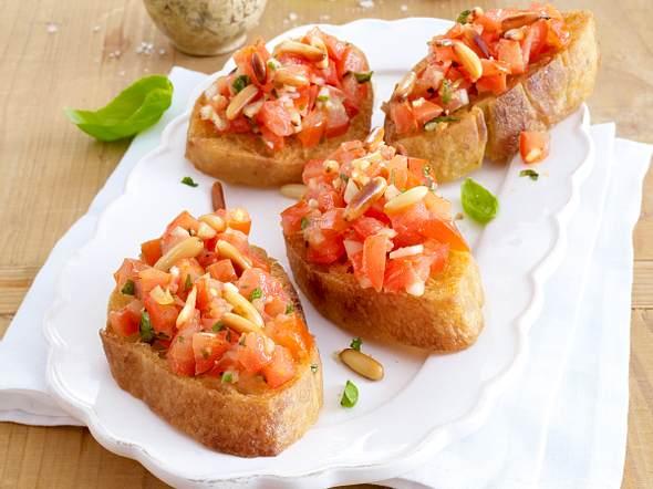 Crostini mit Tomaten und Pinienkernen Rezept