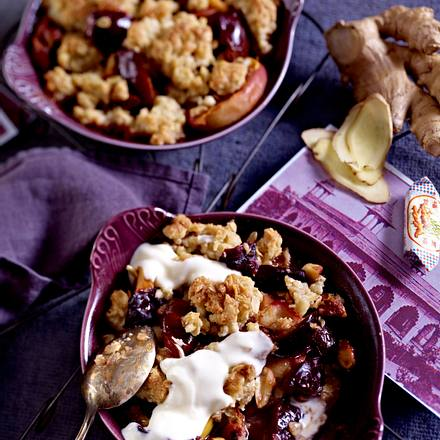 Crunchy Apfel-Pflaumen-Ingwer Crumble Rezept