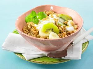 Crunchy-Müsli mit Banane und Kiwi in Honig-Joghurt Rezept