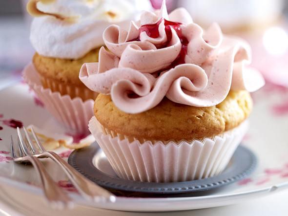 Cupcakes mit Himbeercreme & Kokosbaiser Rezept