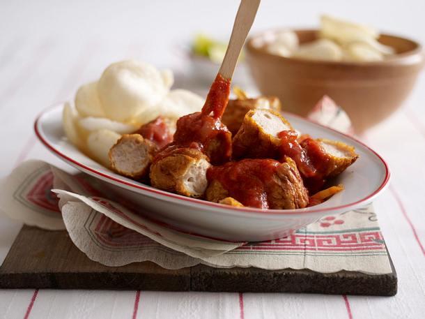 Curry-Currywurst mit Kroepoek Rezept