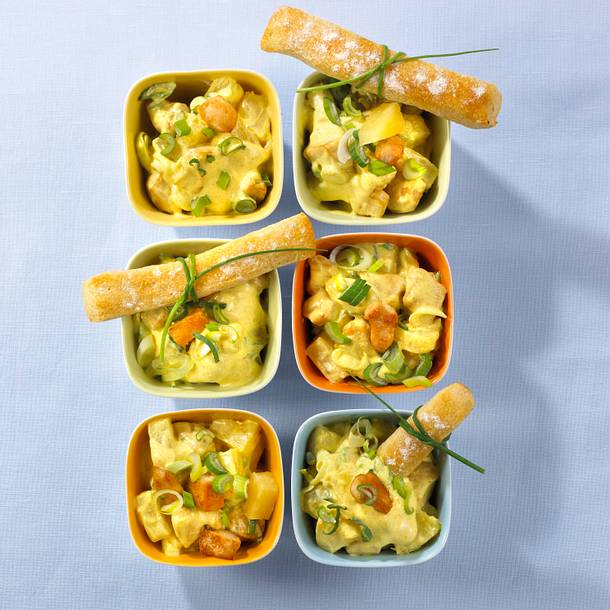 Curry-Geflügelsalat mit Brotstangen Rezept