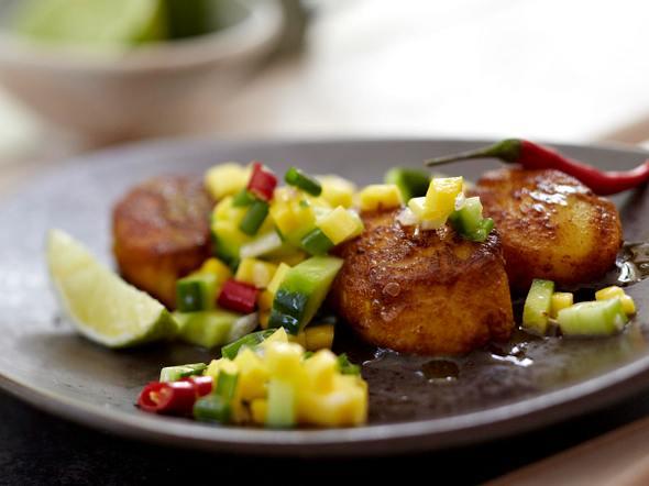 Curry-Jakobsmuscheln mit Gurken-Mango-Relish Rezept