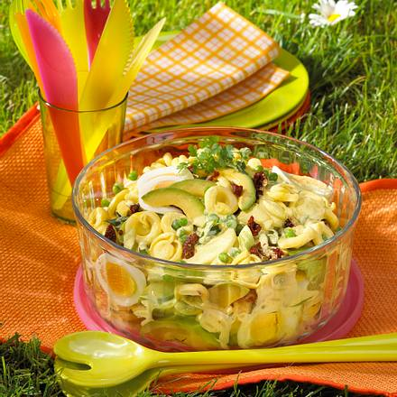 Curry-Nudelsalat mit Avocado Rezept