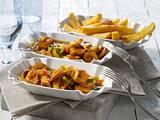 Currywurst-Gulasch mit Pommes frites Rezept