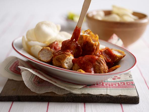 Currywurst mit Krabbenchips Rezept