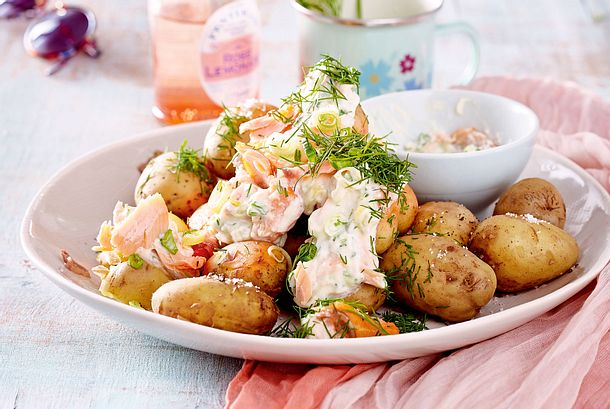 Kartoffeln mit Lachs-Kräuter-Dip