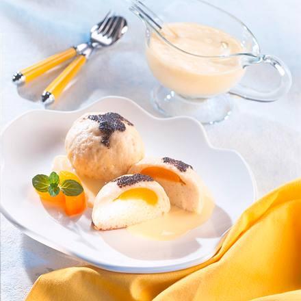 Dampfnudel mit Vanille-Schmandsoße und Mohn Rezept