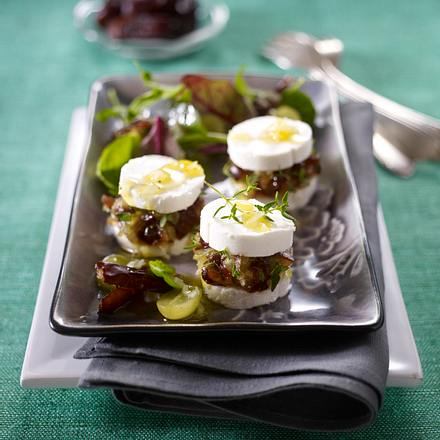 Dattel-Ziegenkäsetaler auf Blattsalat Rezept